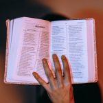 lambang pengampunan dan pemulihan dari pagutan dosa